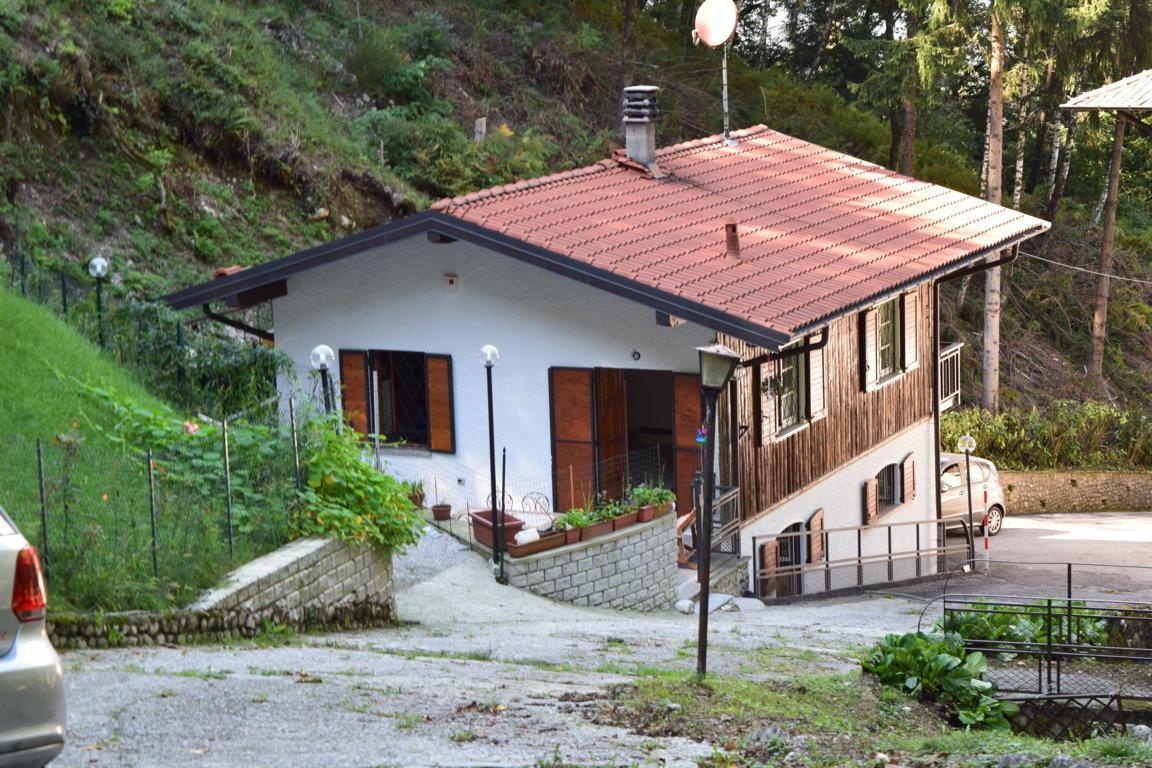 villa in vendita castelveccana11