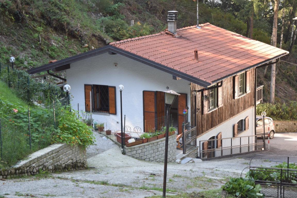 villa in vendita castelveccana12