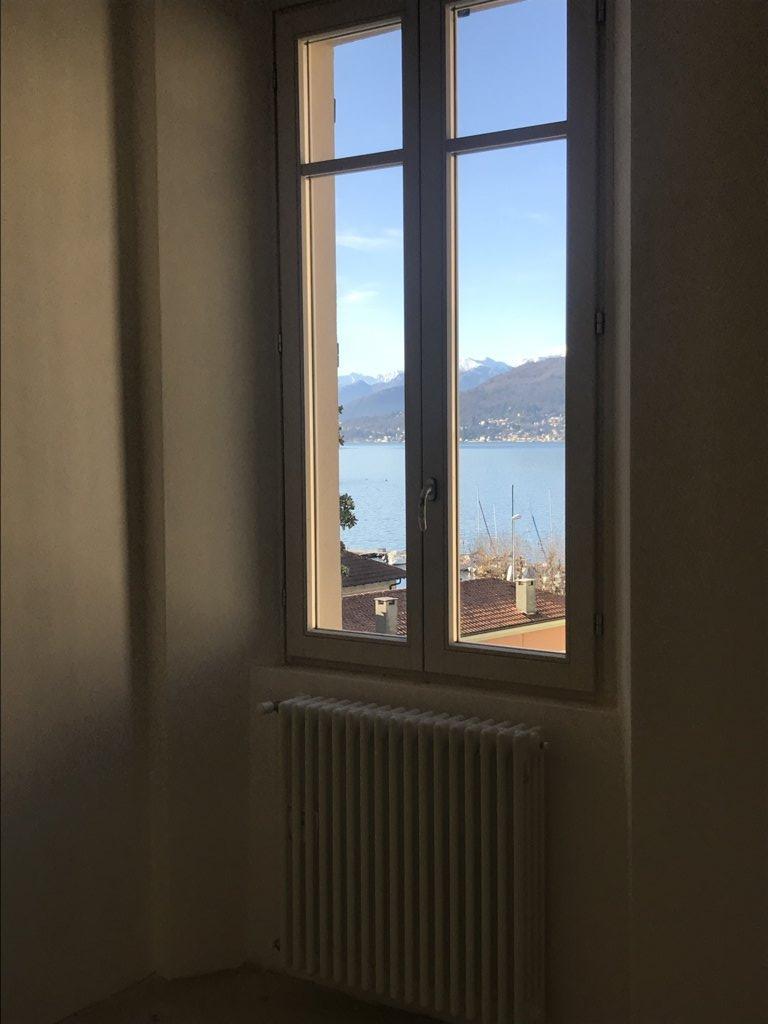 dettaglio finestra vista lago app. B5