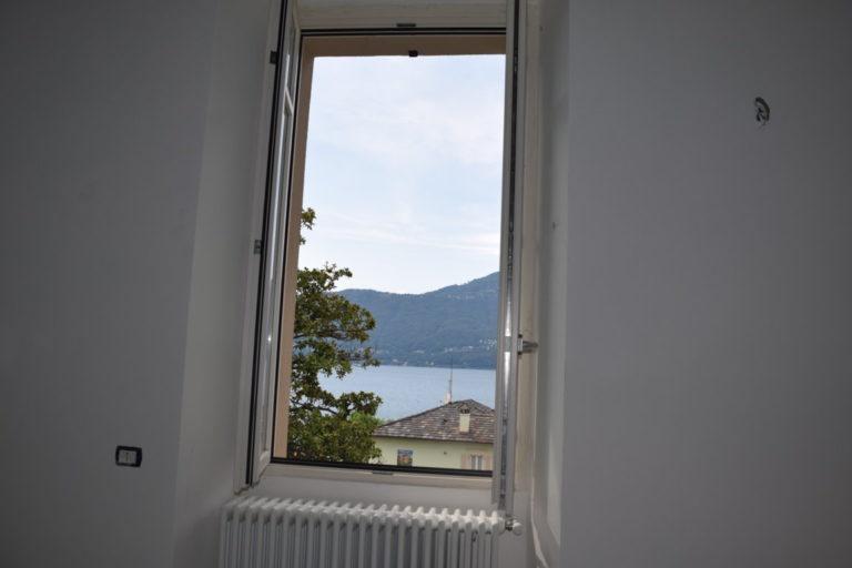 dettaglio finestra vista lago
